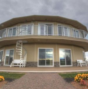 Around The Sea - Cana Da'S Rotating House, Suites & Tours photos Exterior