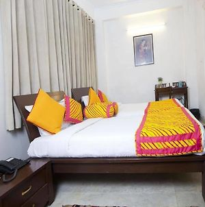 Oyo Rooms Dwarka Sector 19 photos Exterior
