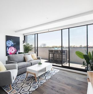 Spacious Urban Oasis Apartment With City Views By Ready Set Host photos Exterior