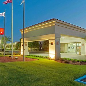 Ramada By Wyndham Waukegan Great Lakes photos Exterior