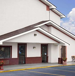 Super 8 By Wyndham Martinsburg photos Exterior