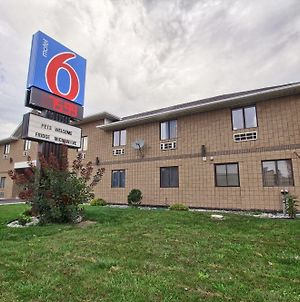 Motel 6 Windsor Ontario photos Exterior
