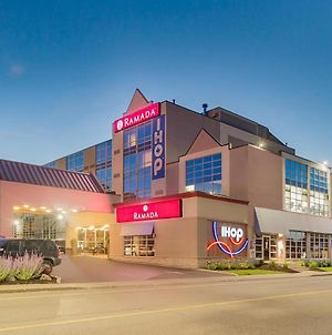 Ramada By Wyndham Niagara Falls By The River photos Exterior