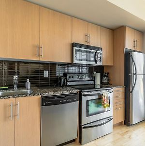 Luxury Furnished Corporate Suite In Downtown Toronto photos Exterior