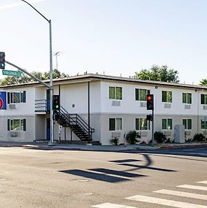 Motel 6 Modesto - Downtown photos Exterior