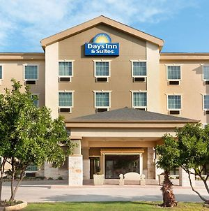 Days Inn & Suites By Wyndham San Antonio Near At&T Center photos Exterior