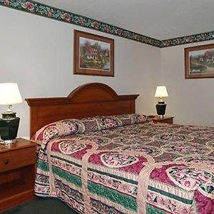 Econo Lodge Airport photos Room