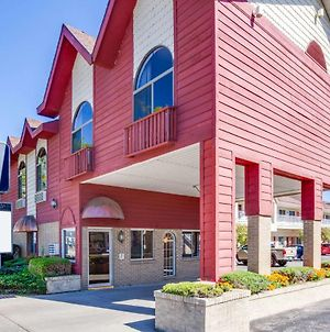 Super 8 Beachfront By Wyndham Mackinaw City, Mi photos Exterior