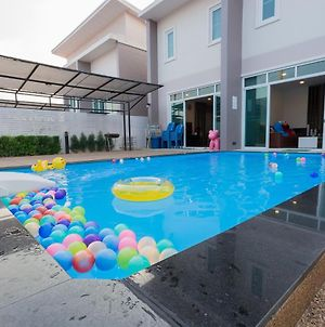 Club 51 Hua Hin Pool Villa photos Exterior