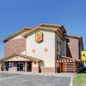 Super 8 By Wyndham Roseville/Detroit Area photos Exterior