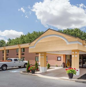 Super 8 By Wyndham Logansport photos Exterior