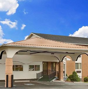 Super 8 By Wyndham Hillsville photos Exterior