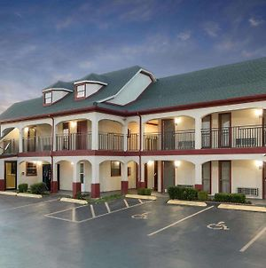 Travelodge Inn & Suites By Wyndham Norman photos Exterior