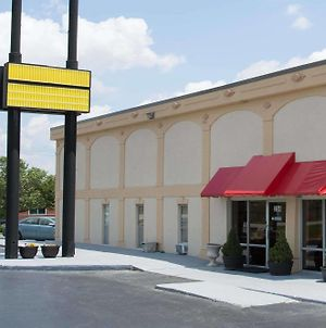 Super 8 Greensboro photos Exterior