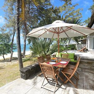 Veloutier Blanc Beachfront Villa By Staymauritius photos Exterior