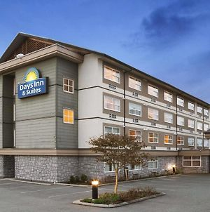 Days Inn & Suites By Wyndham Langley photos Exterior
