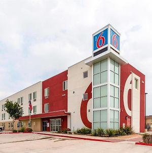Motel 6 Laredo Texas photos Exterior