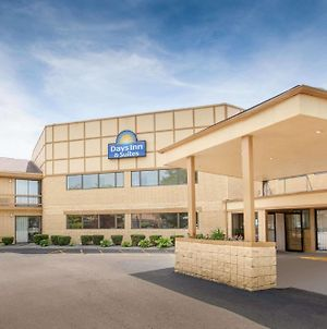 Days Inn & Suites By Wyndham Madison Heights Mi photos Exterior