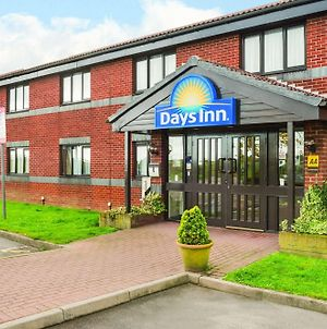 Days Inn By Wyndham Sheffield M1 photos Exterior