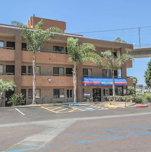 Motel 6 San Diego - Mission Valley photos Exterior