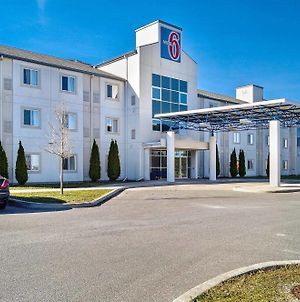 Motel 6 Peterborough photos Exterior