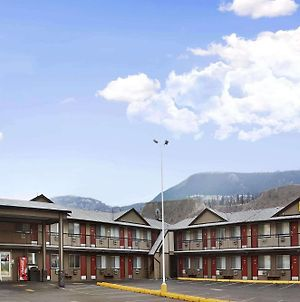 Super 8 By Wyndham Kamloops East photos Exterior