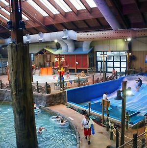 Six Flags Great Escape Lodge & Indoor Waterpark photos Exterior