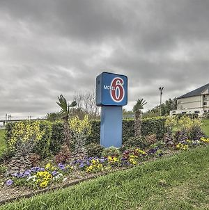 Motel 6 Dallas Northwest photos Exterior