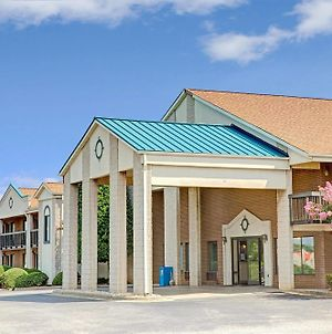 Days Inn By Wyndham Mooresville Lake Norman photos Exterior