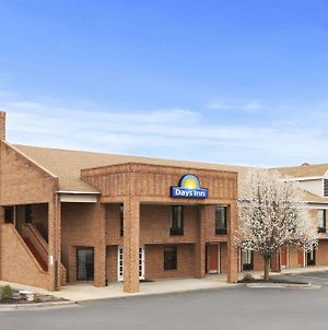 Days Inn By Wyndham Farmville photos Exterior