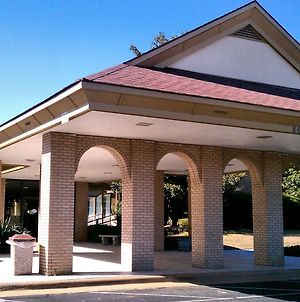Days Inn & Conf Center By Wyndham Southern Pines Pinehurst photos Exterior