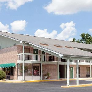 Days Inn By Wyndham Columbia Ne Fort Jackson photos Exterior