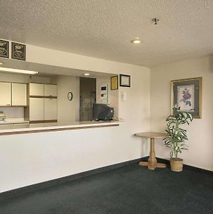 Travelodge By Wyndham Hudsonville photos Interior