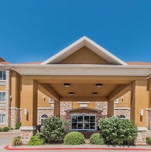 Days Inn & Suites By Wyndham Cleburne Tx photos Exterior