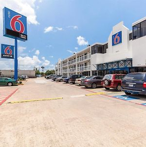 Motel 6 Houston Reliant Park photos Exterior