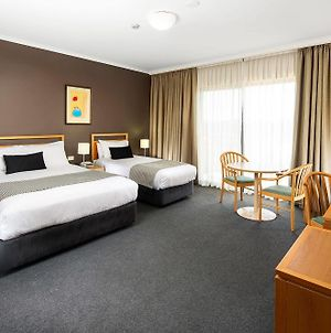 Quality Hotel Woden photos Exterior