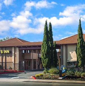 Days Inn By Wyndham Pinole Berkeley photos Exterior