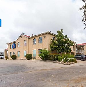 Motel 6 San Antonio - Fiesta Trails photos Exterior