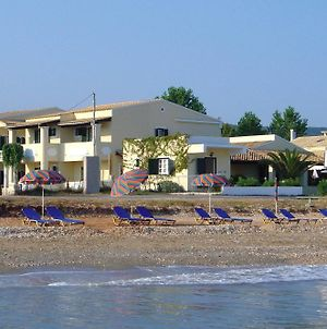Beach Front Salvanos photos Exterior