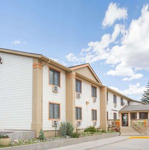 Super 8 By Wyndham Gardiner/Yellowstone Park Area photos Exterior