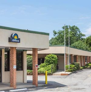 Days Inn By Wyndham Bedford photos Exterior