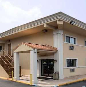 Days Inn By Wyndham Long Island/Copiague photos Exterior