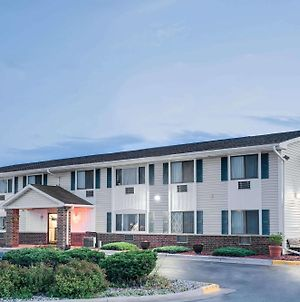 Super 8 By Wyndham Tomah Wisconsin photos Exterior