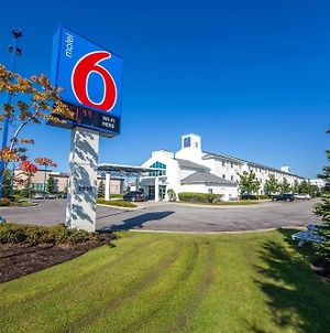 Motel 6 Toronto Mississauga photos Exterior