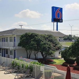 Motel 6 Austin North photos Exterior