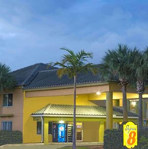 Super 8 By Wyndham Dania/Fort Lauderdale Arpt photos Exterior