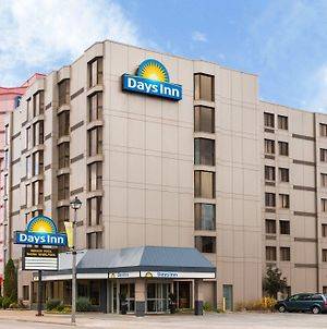 Days Inn By Wyndham Niagara Falls Near The Falls photos Exterior