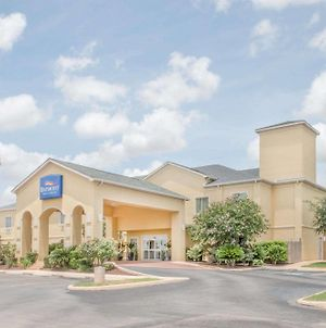 Baymont By Wyndham Pearsall photos Exterior
