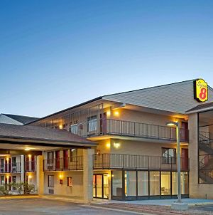 Super 8 By Wyndham Fredericksburg photos Exterior