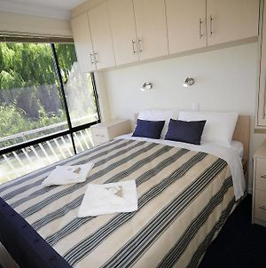 Boats And Bedzzz Houseboat Stays photos Exterior